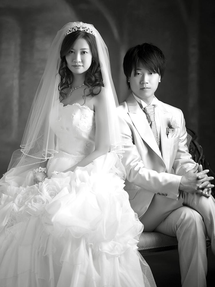 白ドレス 女性 タキシード 男性 夫婦写真