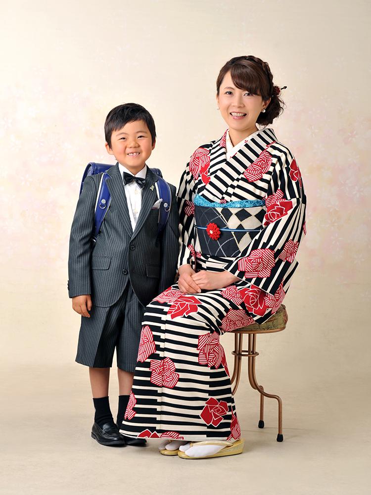 入学・家族写真 スーツ 母和装