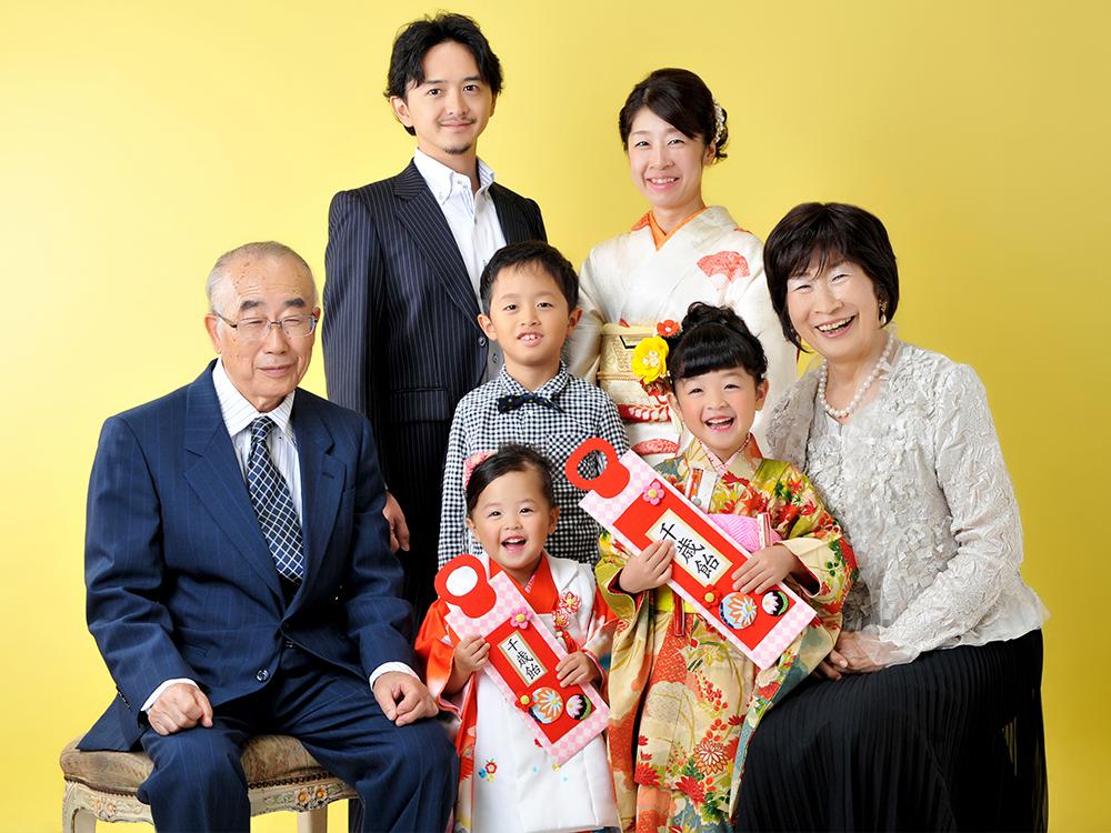 七五三 7歳 3歳 女の子 着物 姉妹和装 家族写真