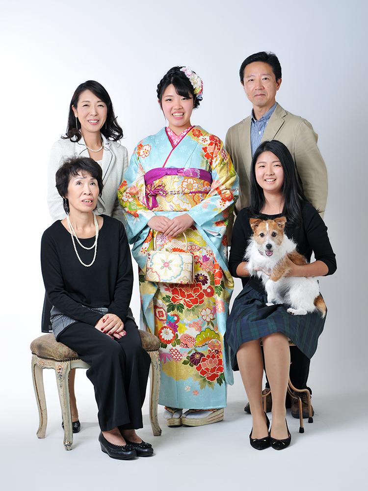 成人女性 振袖 家族写真