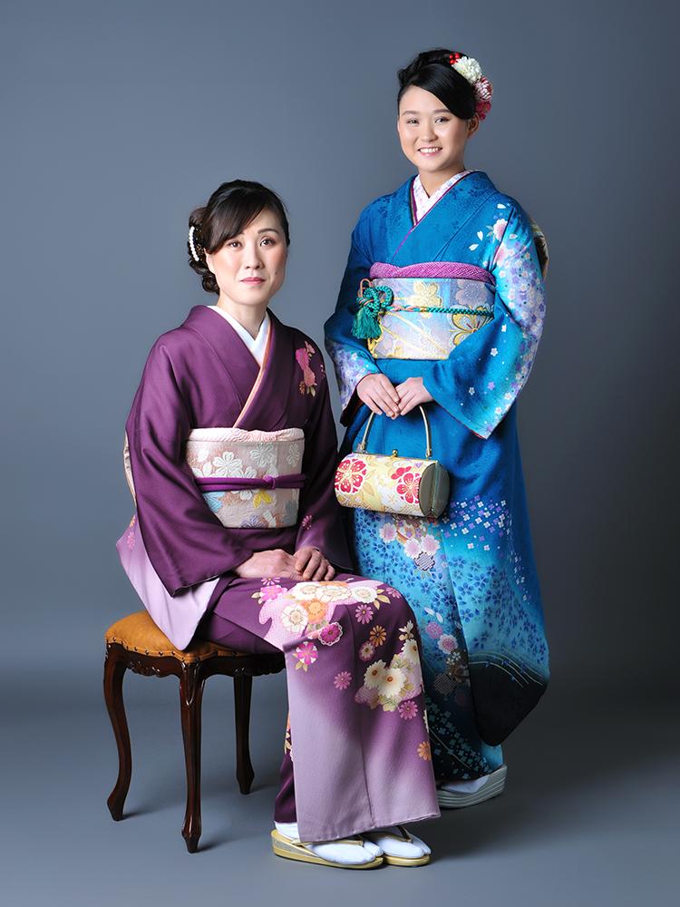 成人女性 振袖 家族写真 母和装