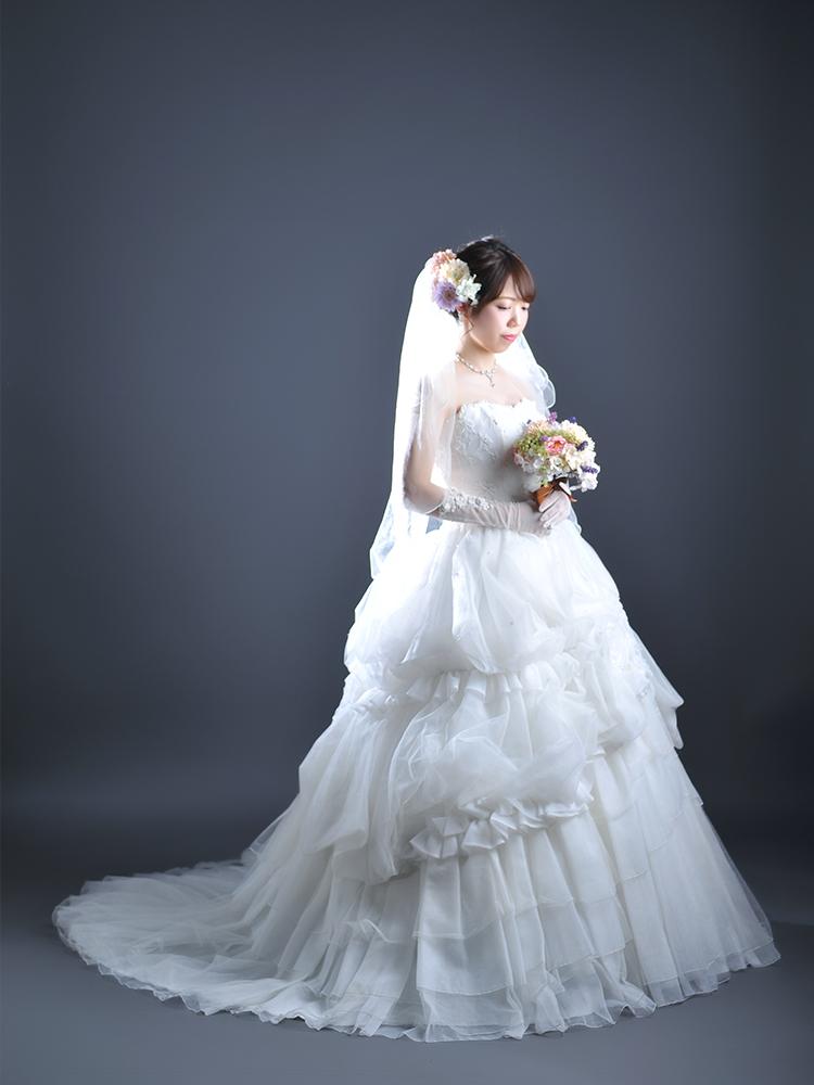 白ドレス 女性