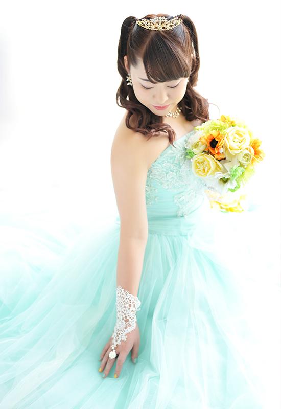 成人女性 / ドレス / ミントグリーン / 自然光