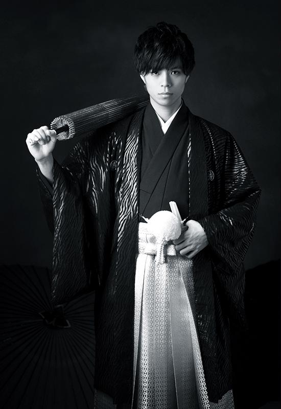 成人男性 / 紋服 / 袴 / 黒 / モノクロ