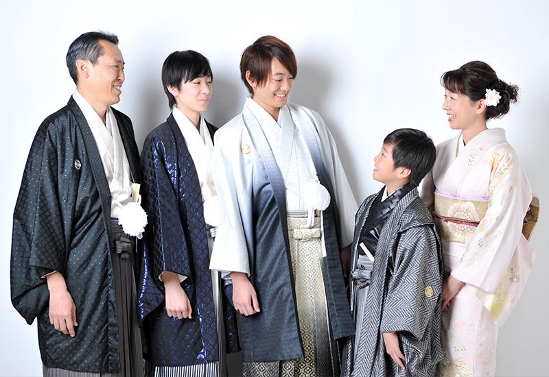 成人男性 / 紋服 / 袴 / 家族写真 / 家族和装