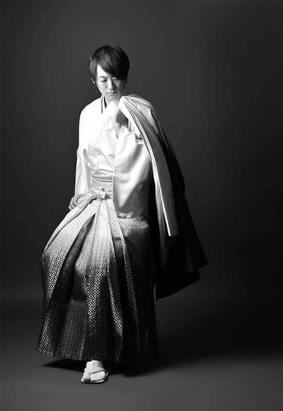 成人男性 / 紋服 / 袴 / 白 / モノクロ