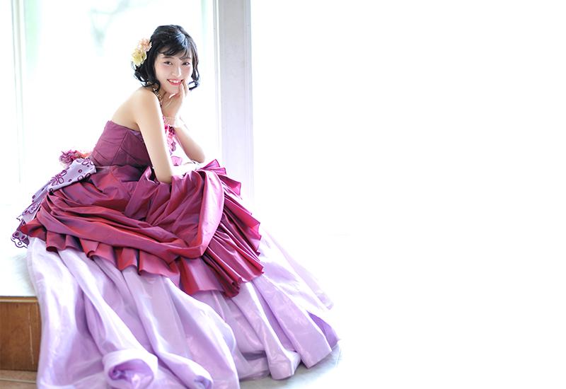 成人女性 / ドレス / 紫 / 自然光