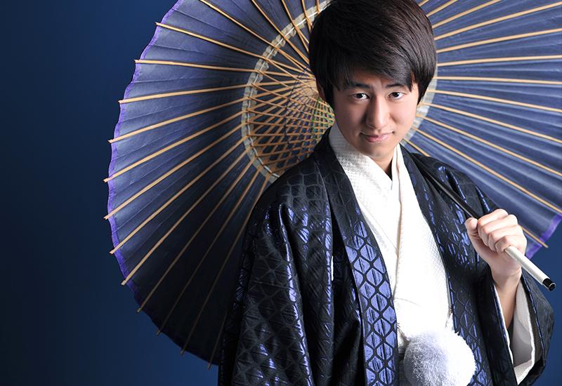 成人男性 / 紋服 / 袴 / 紫 / 和傘