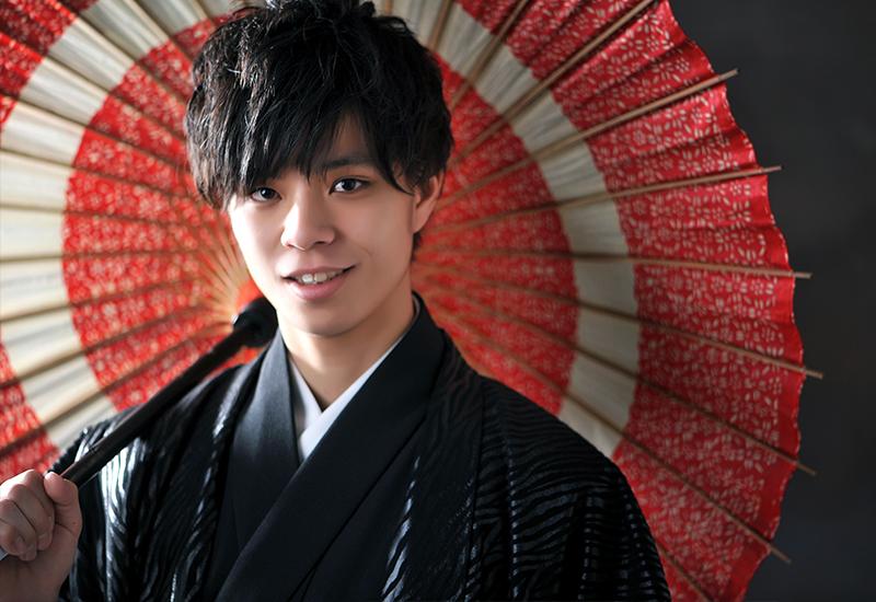 成人男性 / 紋服 / 袴 / 黒 / 和傘