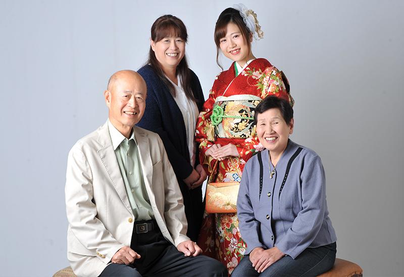 成人女性 / 振袖 / 家族写真 / 家族和装