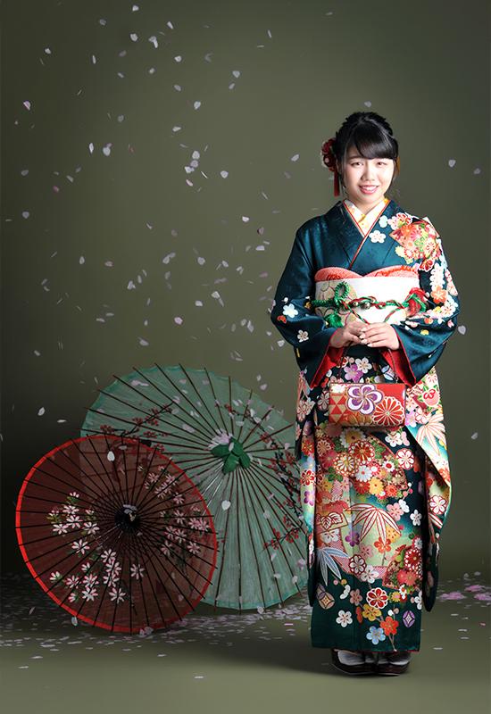 成人女性 / 振袖 / 緑 / 桜吹雪