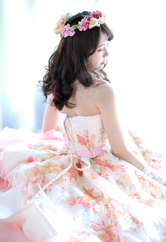 成人女性 / ドレス / ピンク / 自然光