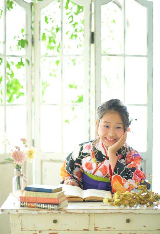 10歳 女の子 着物 黒 袴 自然光