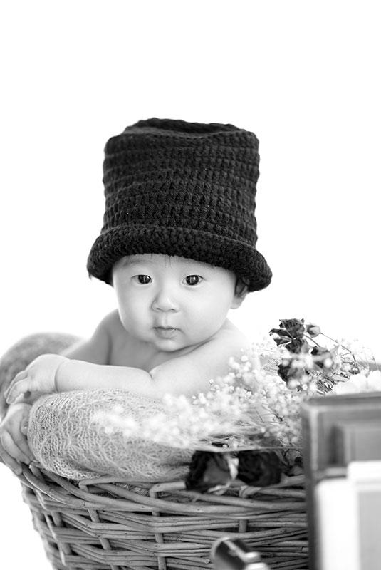 百日祝い 男の子 ジェントルマン帽子 モノクロ写真 おしゃれ