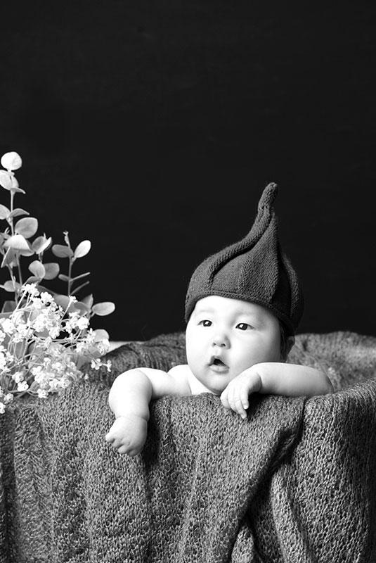 百日祝い 男の子 どんぐり帽子 モノクロ写真 おしゃれ