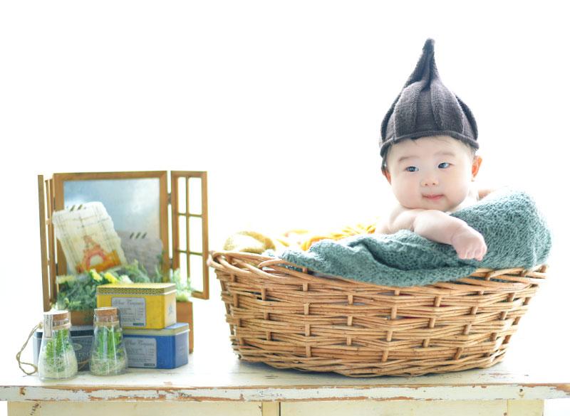 百日祝い 男の子 カジュアル どんぐり帽子 自然光
