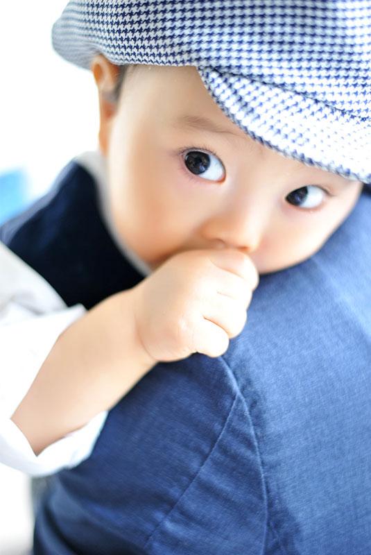 1歳 誕生日 男の子 カジュアル衣裳 指しゃぶり