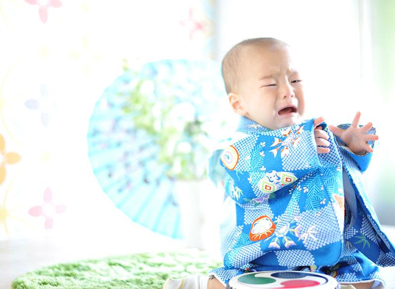 1歳 誕生日 男の子 着物 青 泣き顔もかわいい