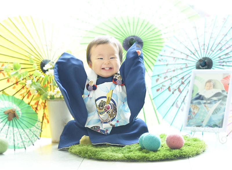 1歳 誕生日 男の子 着物 青 お宮参りの写真と一緒に