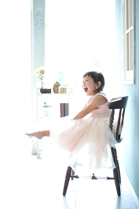 七五三 3歳 女の子 ドレス ピンク 自然光
