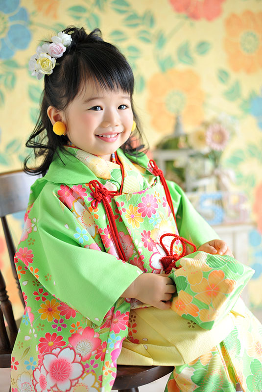 七五三 3歳 女の子 着物 黄緑色 おしゃれ