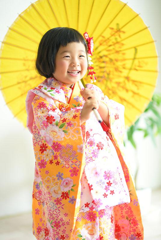 七五三 3歳 女の子 着物 オレンジ 和傘