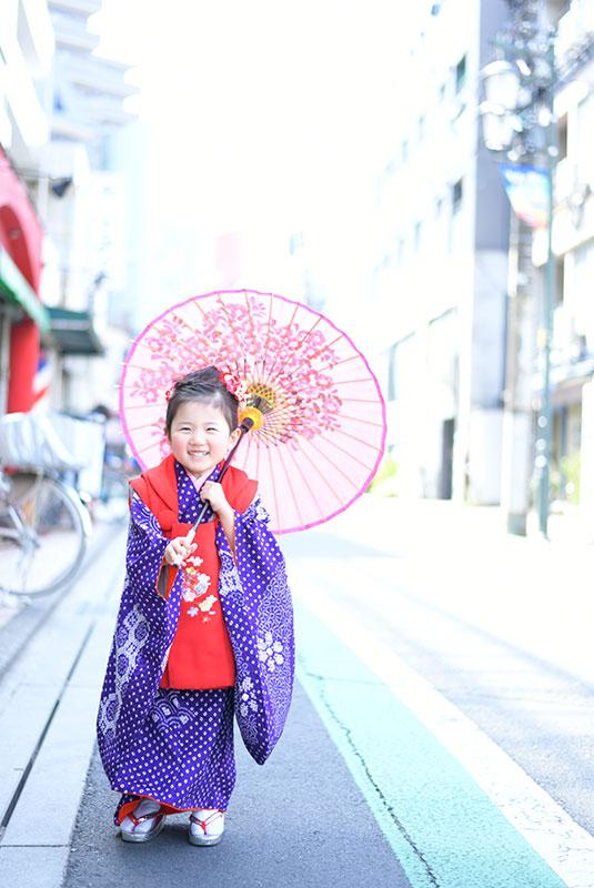七五三 3歳 女の子 着物 持込 紫 ロケフォト 和傘
