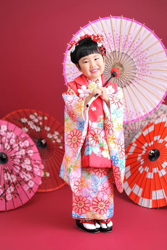 七五三 3歳 女の子 着物 ピンク 日本髪 和傘