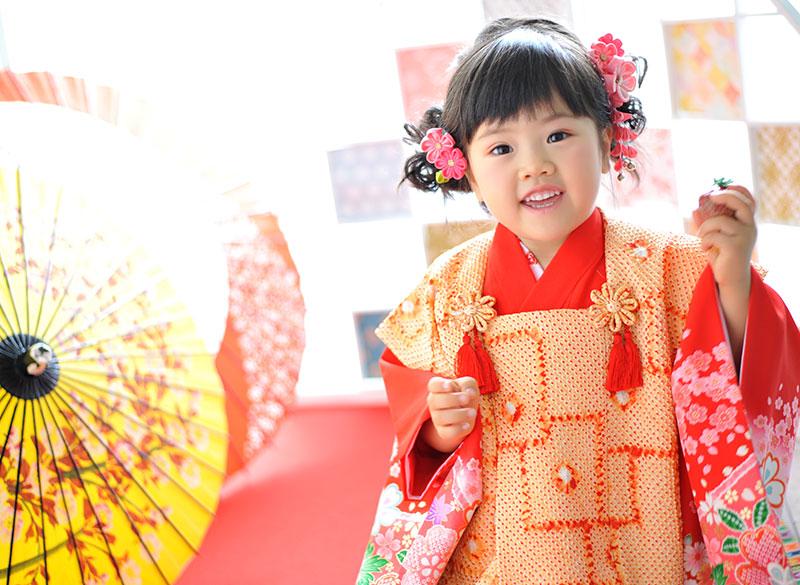 七五三 3歳 女の子 着物 持込 朱色 自然光