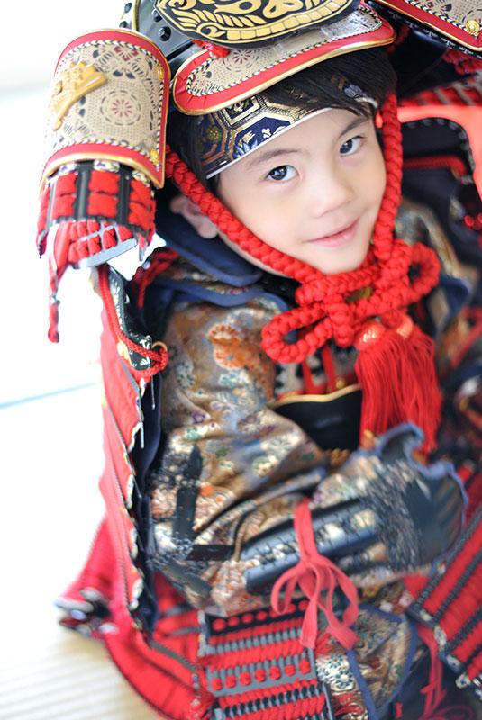 七五三 5歳 男の子 鎧兜 義経 自然光