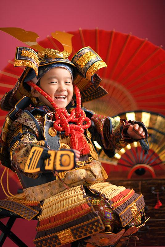 七五三 5歳 男の子 鎧兜 紺兜 笑顔