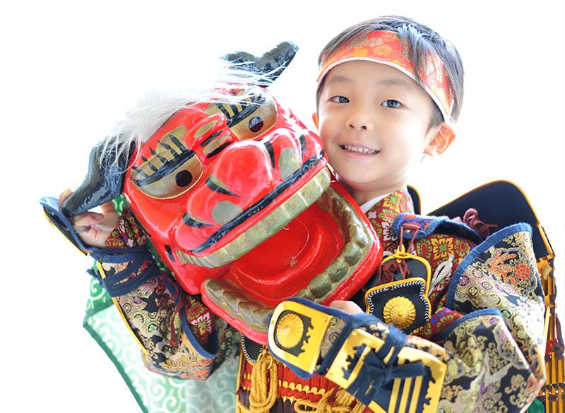 七五三 5歳 男の子 鎧兜 紺兜 自然光 獅子舞と