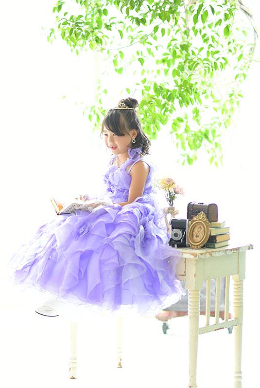 七五三 7歳 ドレス 紫 自然光 おしゃれ