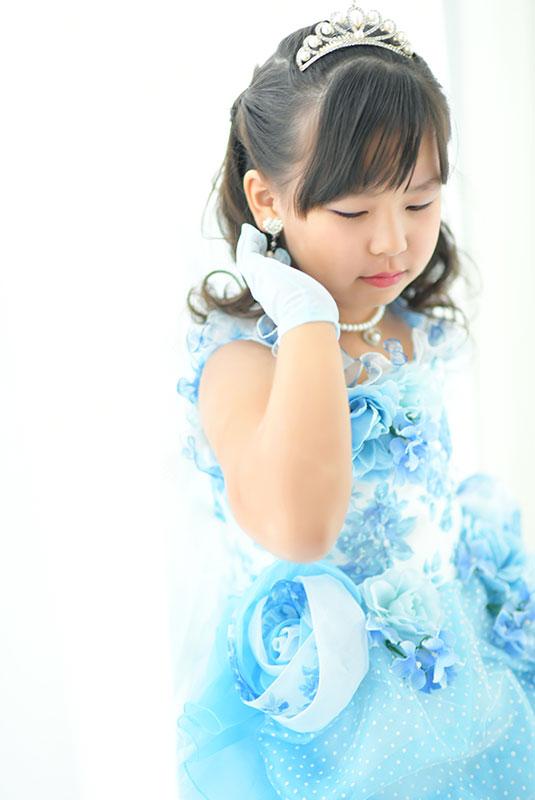 七五三 7歳 ドレス 水色 ティアラ 自然光 きれい 大人っぽい