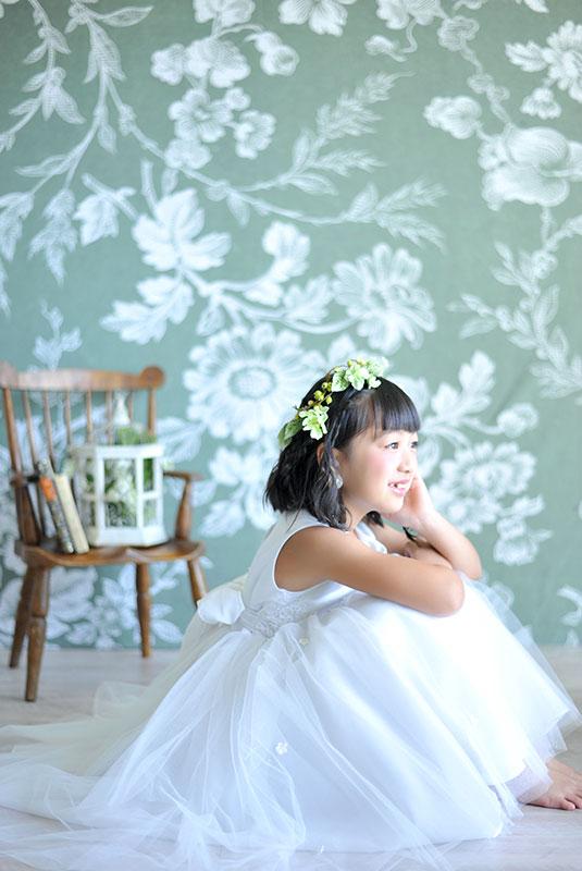 七五三 7歳 ドレス 白 花冠 自然光 おしゃれ