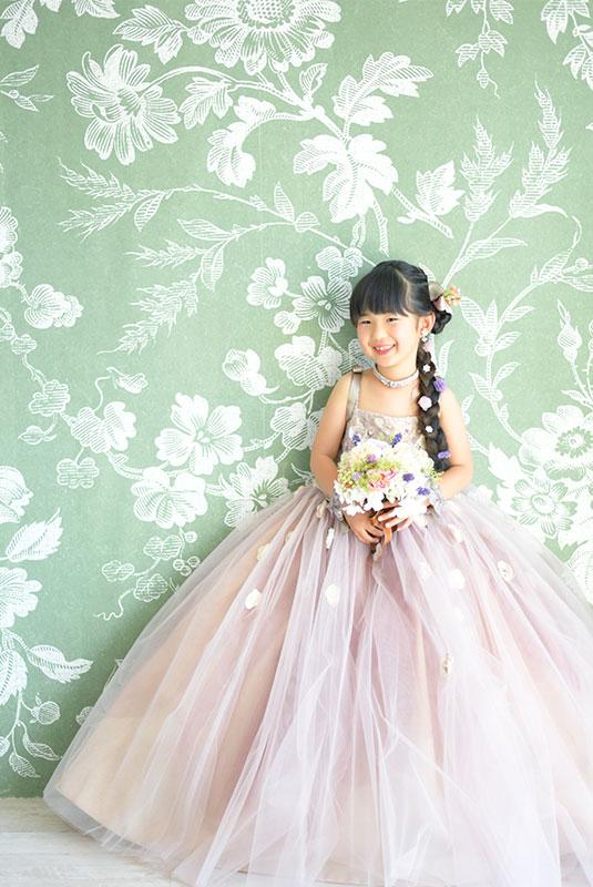 七五三 7歳 ドレス ピンク ラプンツェルヘア 自然光 おしゃれ