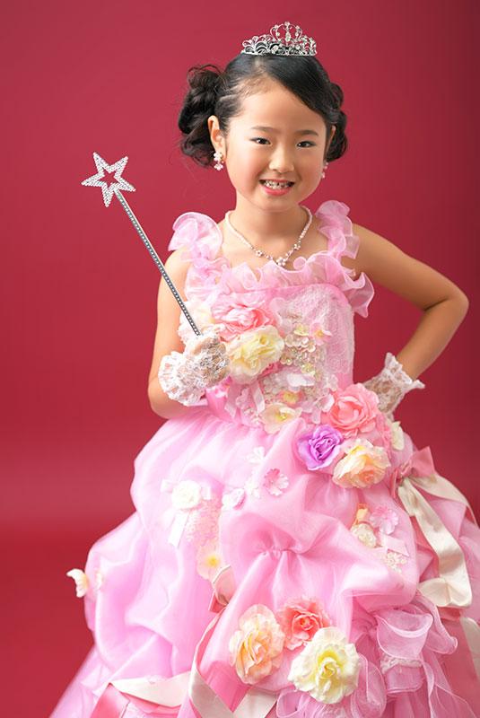 七五三 7歳 ドレス ピンク ティアラ 魔法のステッキ ストロボ ライティング