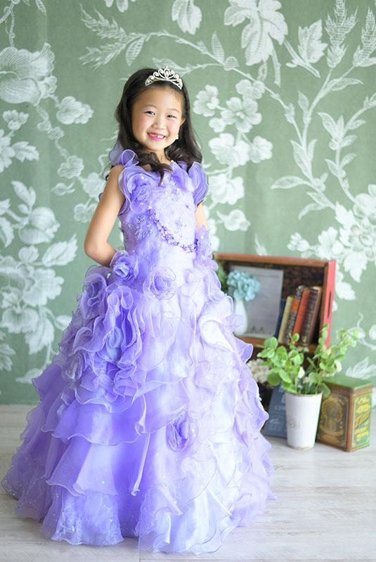 七五三 7歳 ドレス ティアラ 紫 自然光 おしゃれ