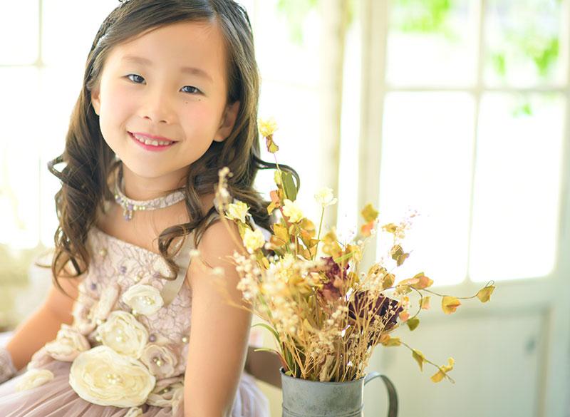 七五三 7歳 ドレス ピンク 自然光 おしゃれ