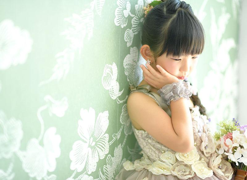 七五三 7歳 ドレス ピンク ラプンツェルヘア 自然光 おしゃれ 大人っぽい