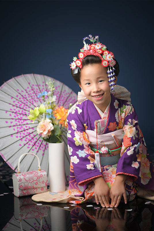 七五三 7歳 着物 紫 日本髪 ストロボ ライティング きれい 正座