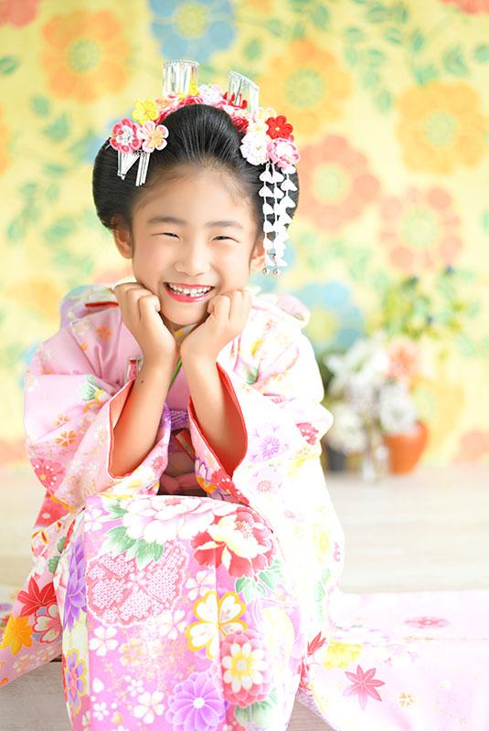 七五三 7歳 着物 ピンク 日本髪 自然光 おしゃれ