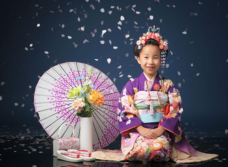 七五三 7歳 着物 紫 日本髪 ストロボ ライティング きれい 桜吹雪