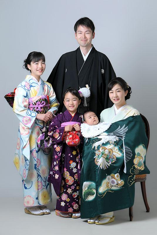 お宮参り 男の子 産着 祝着 深緑 父母和装 姉妹和装 家族写真 ストロボ