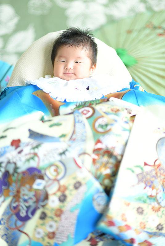 お宮参り 男の子 産着 祝着 水色 兜 自然光