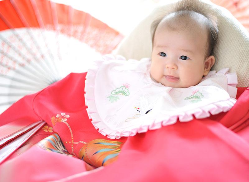 お宮参り 女の子 産着 祝着 ピンク 毬 自然光