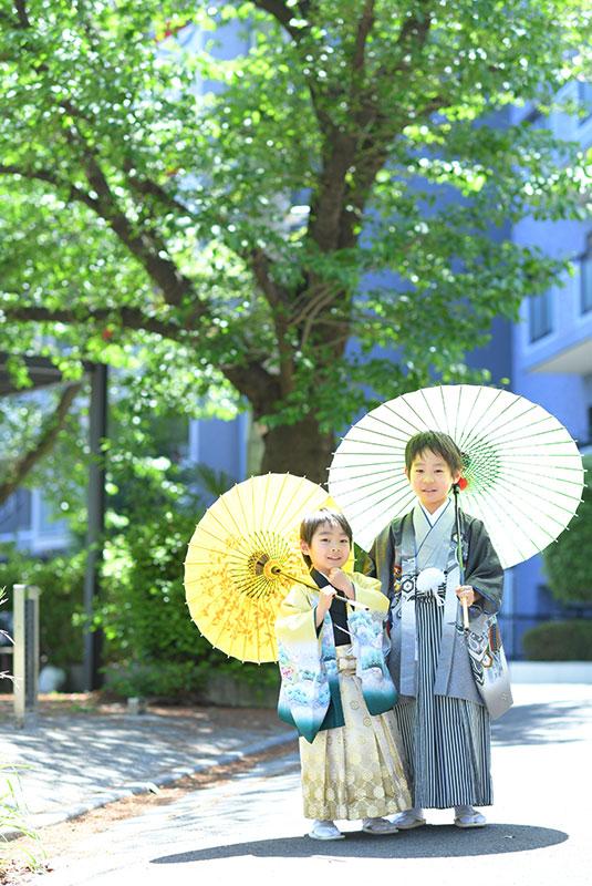 七五三 兄弟写真 2人 着物 和傘 ロケフォト