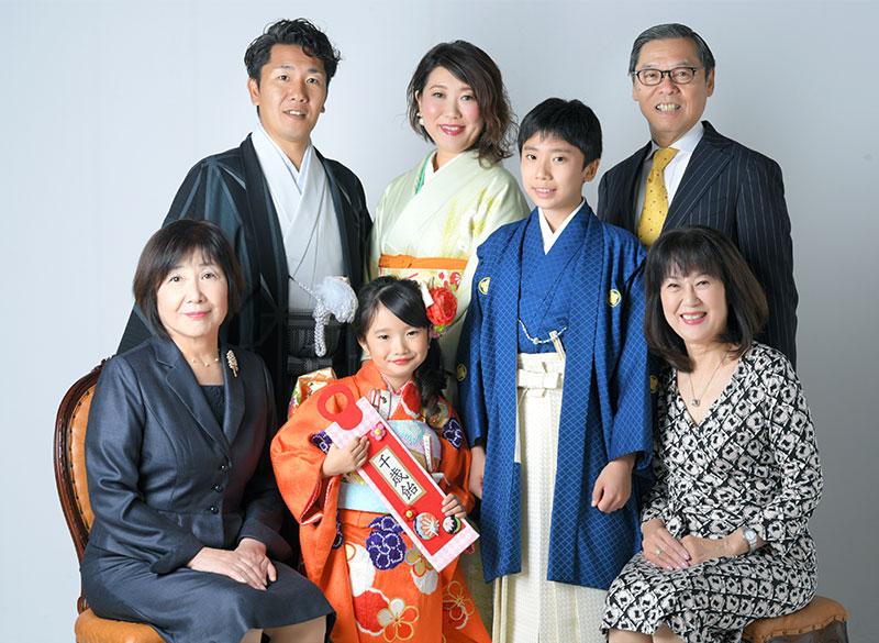 七五三 集合写真 7人 着物 家族和装 ストロボ