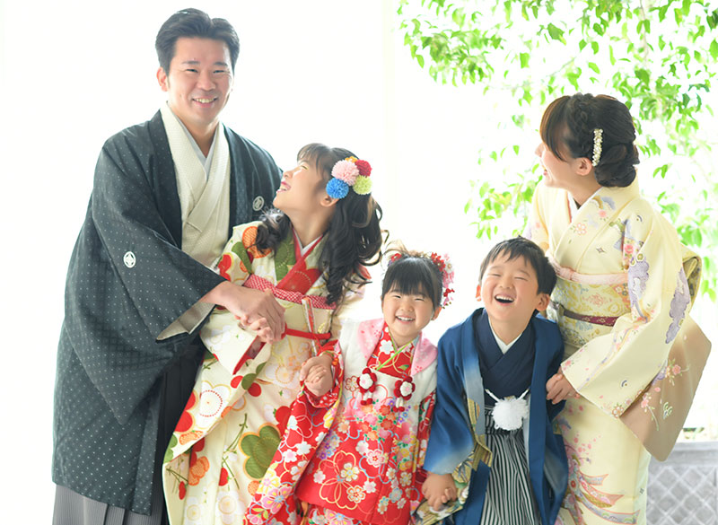 七五三 家族写真 5人 着物 家族和装 自然光 おしゃれ