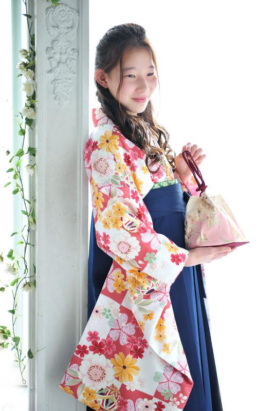 卒業袴 小学校 着物 ピンク 袴 紺 自然光 おしゃれ